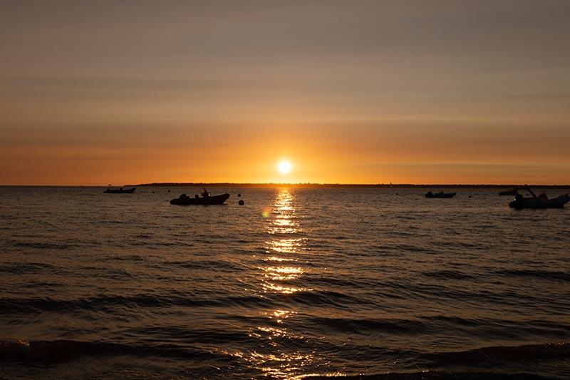 Photographie paysage la passe nord est la pointe du cap ferret au coucher du soleil au niveau de la mer