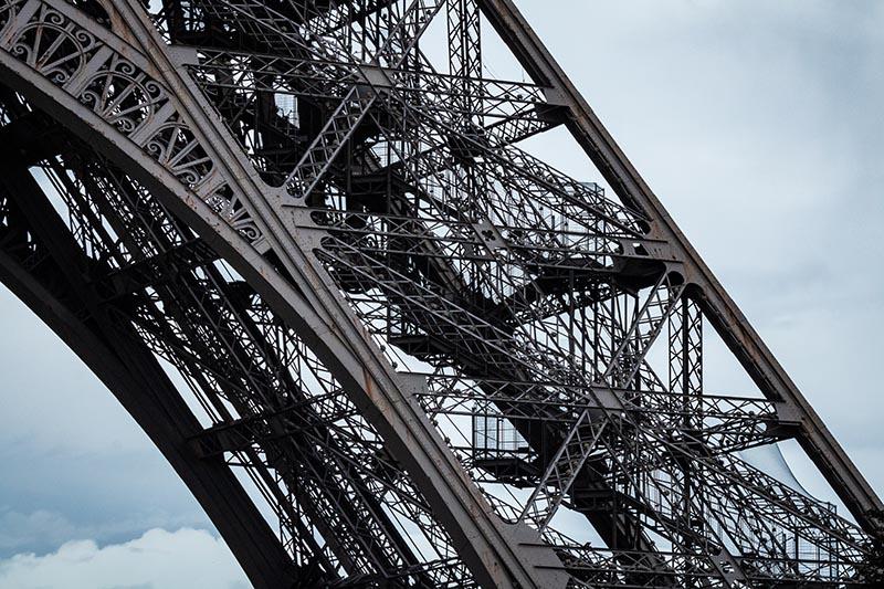 Photographie urbaine Pied de fer de la Tour Eiffel