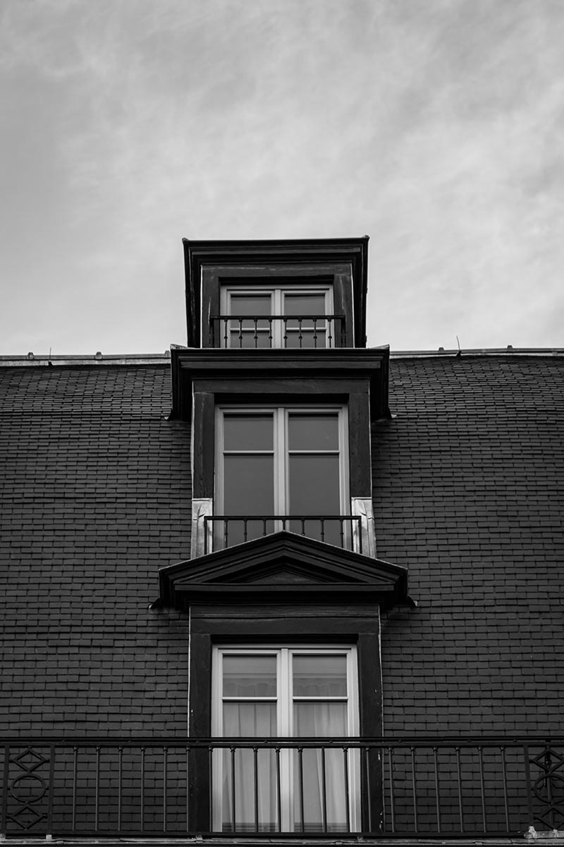 Photo Noir et blanc windows montre trois fenêtres les unes derrières les autres