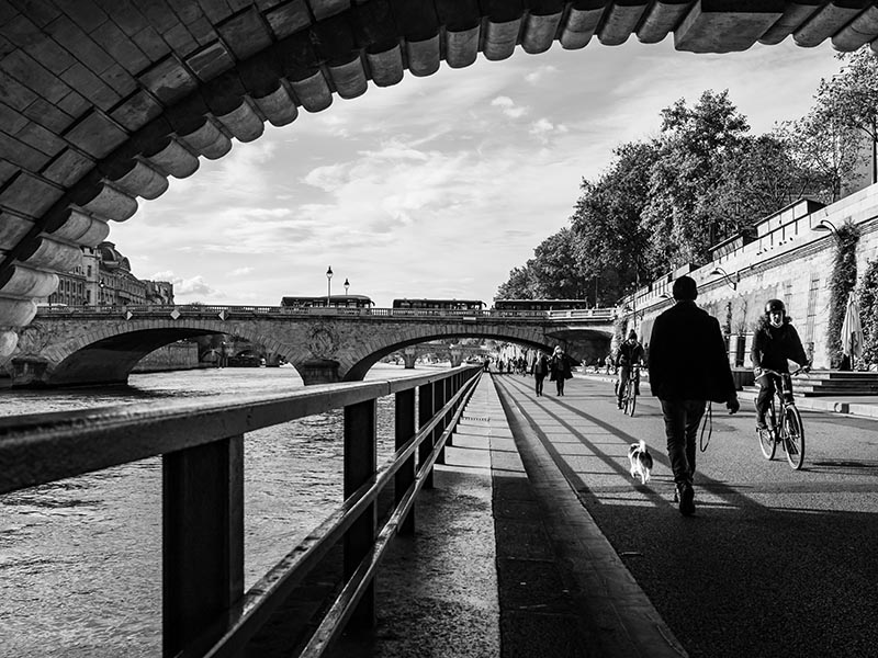 Photo noir et blanc lignes le long des quais de seine