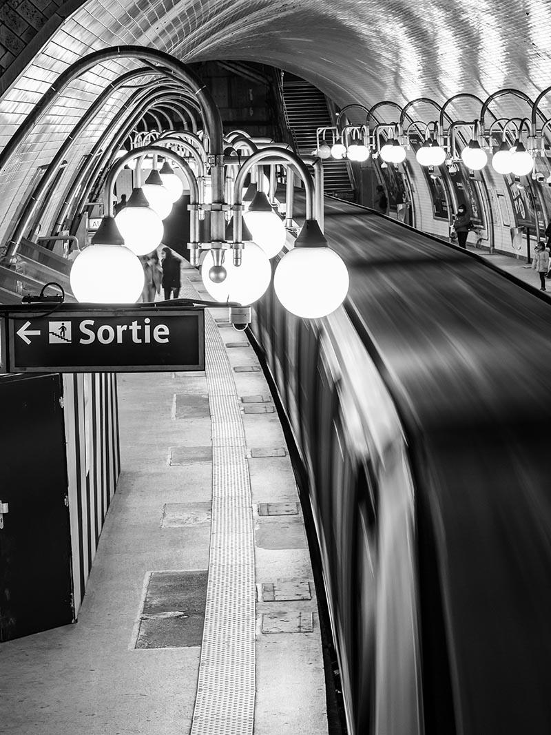 Photo noir et blanc métro cité
