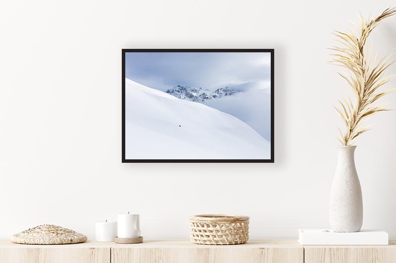 Encadrement photo art snow white mise en scène au-dessus d'une commode pour galerie d'art en ligne guillot images