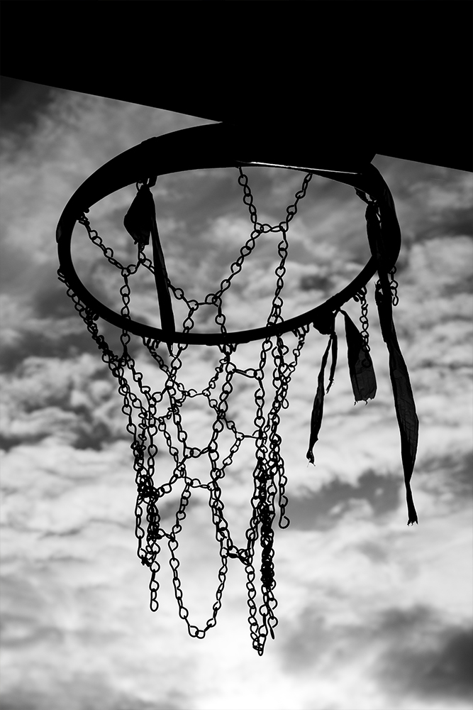 Photo noir et blanc playground panier de basket avec filet